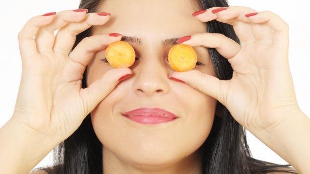 Alimentazione e salute degli occhi: consigli per mangiare bene