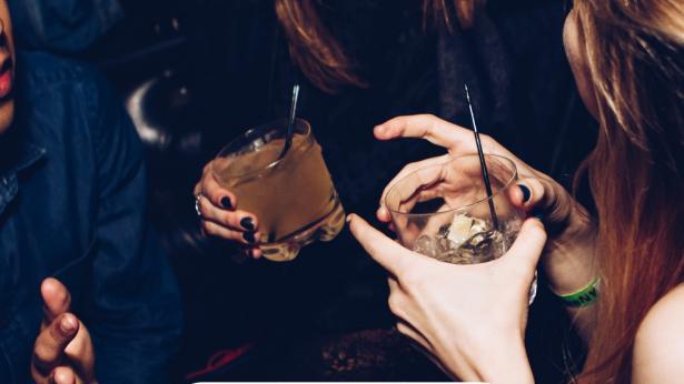 Binge Drinking, i pericoli dell'abbuffata alcolica