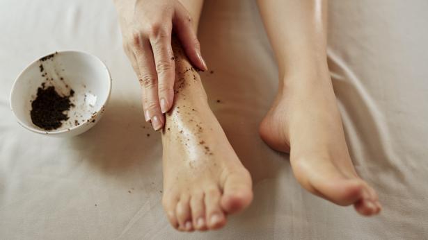 Come fare lo scrub? I consigli per purificare la pelle