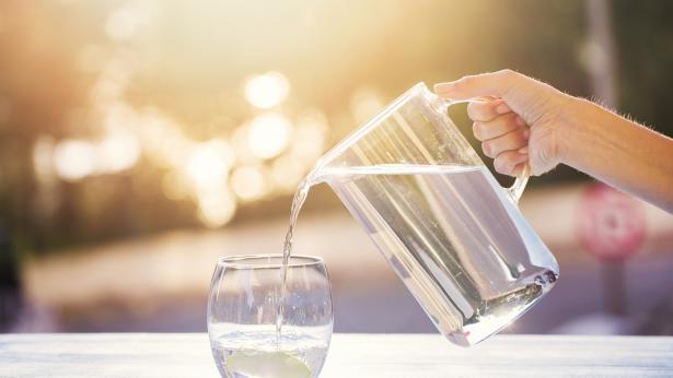 Corretta idratazione: quanta acqua bere al giorno?