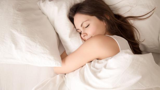 Gli alimenti che favoriscono il sonno