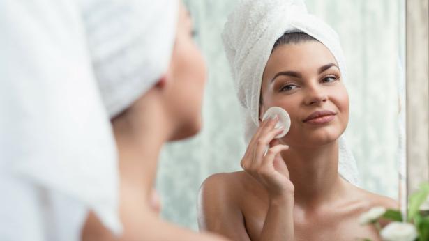 Le regole per una corretta pulizia del viso