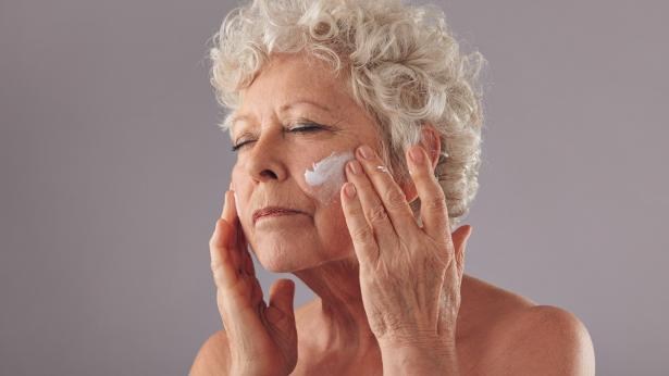 Massaggi al viso fai da te: come fare