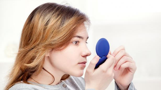 Pelle grassa: rimedi contro la pelle lucida