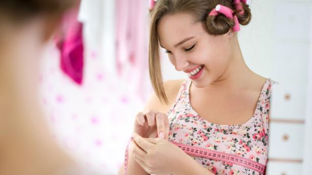 Rifarsi il seno: la legge lo vieta alle minorenni