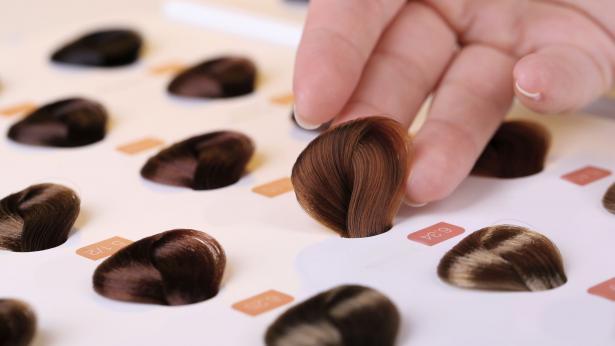 Tinture per capelli: come scegliere il colore adatto