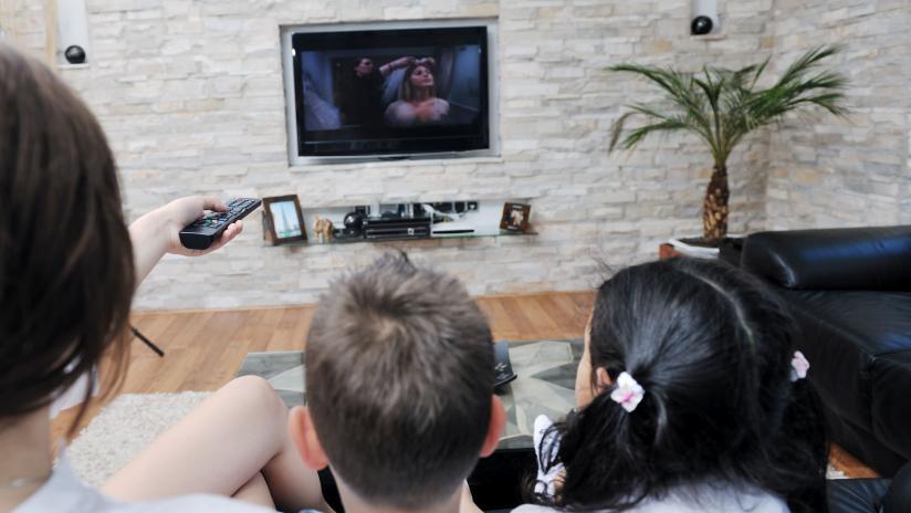 Guardare la tv regole di sicurezza paginemediche for Guardare la tv