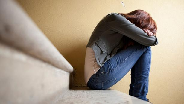 Cosa spinge i giovanissimi al suicidio e all'autolesionismo?