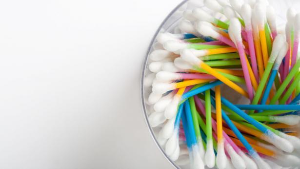 Bastoncini di cotone: ecco perché fanno male