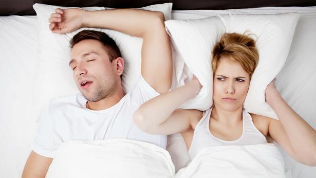 Come smettere di russare: consigli e buone abitudini