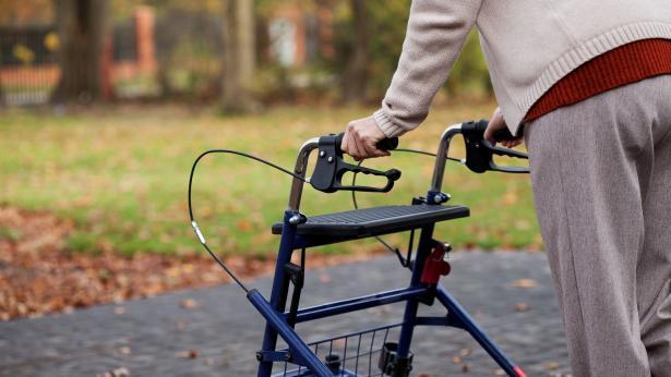 Girello per anziani, quando è utile e come sceglierlo