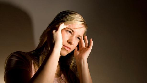 Mal di testa? Ce ne sono di tre tipi: ecco come riconoscerli