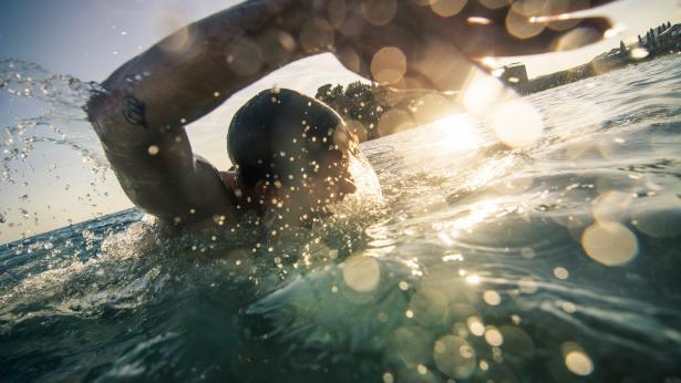 Otite del nuotatore: sintomi e rimedi