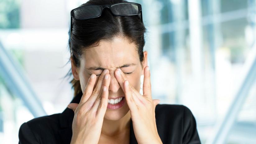 come trattare una lesione agli occhi neri