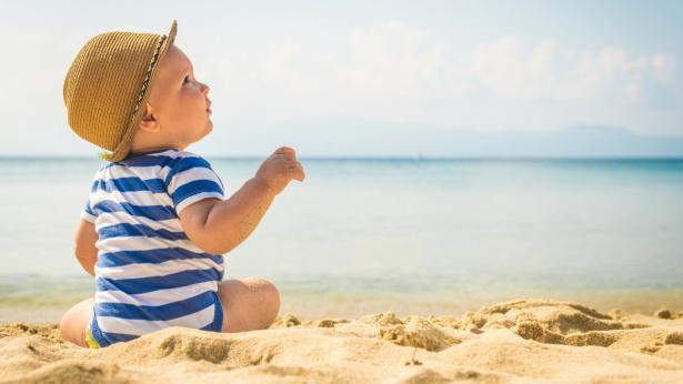 Come proteggere la pelle dei bambini in estate
