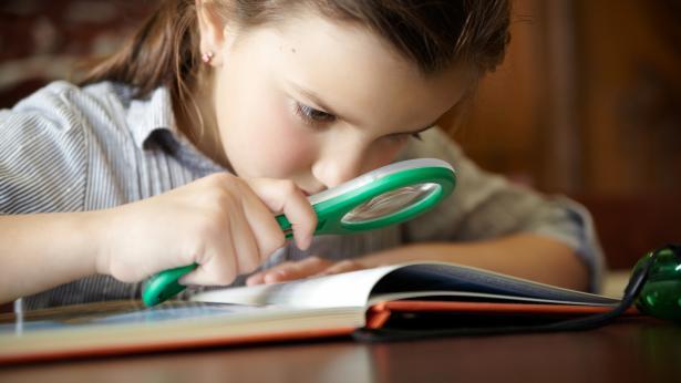 Disturbi della vista nei bambini: i segnali a cui fare attenzione