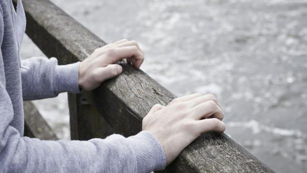 Suicidio e adolescenza, segnali e fattori di rischio