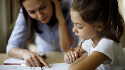 Scuole chiuse: genitori nel doppio ruolo tra regole e didattica