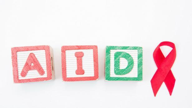 HIV e AIDS: differenze, sintomi e prevenzione