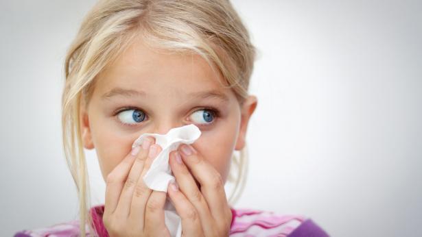 Rinite allergica: quali sono i sintomi e come curarla