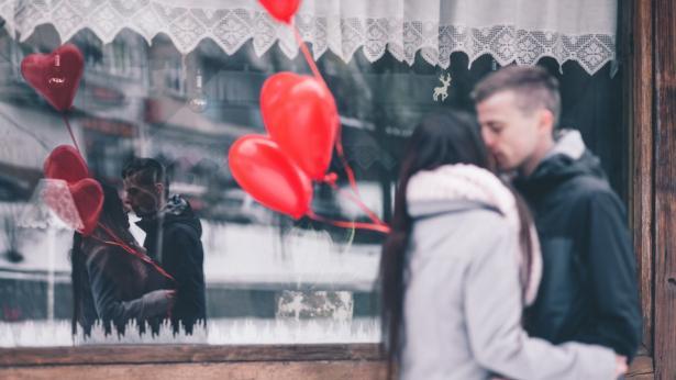 Amore al femminile: le donne reagiscono all'innamoramento come se fosse un'infezione