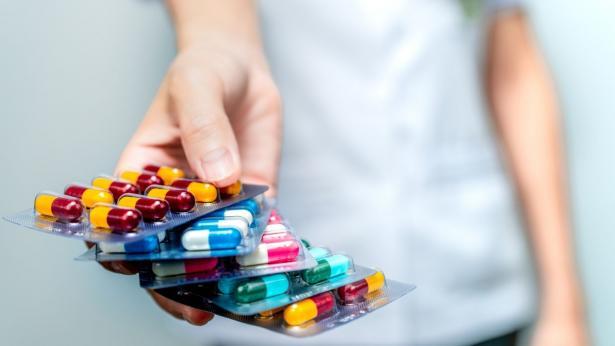 Gli antibiotici uccidono i batteri buoni: lo studio del professor Blaser