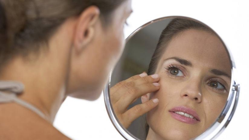 Guardandosi allo specchio si pu sapere se si in buona salute paginemediche - Salute allo specchio ...