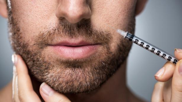 In aumento gli uomini che ricorrono alla chirurgia plastica