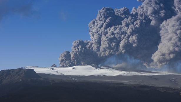 Nube di cenere dal vulcano islandese: quali pericoli per la salute?