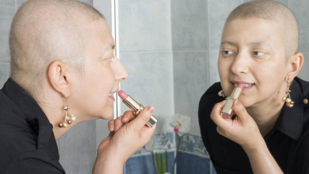 Quanto conta curare il proprio aspetto per le donne malate di cancro