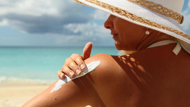 Rischi per la pelle in estate: le regole dell'AIRC per la prevenzione dei melanomi
