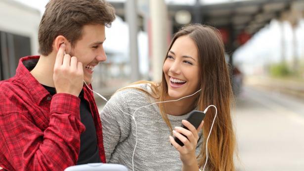 Smartphone, cuffiette ed Mp3: come l'udito dei teenager rischia di ammalarsi