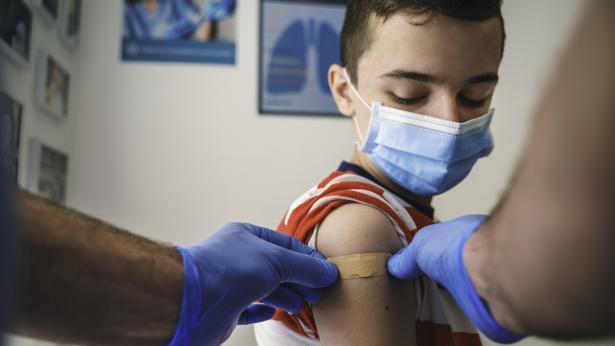Vaccini e adolescenti: le risposte ai dubbi più frequenti