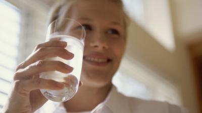 Acqua e salute: quanta acqua dobbiamo bere ogni giorno?