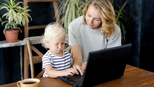 Giornata mondiale per la consapevolezza sull'autismo: la telemedicina a supporto di bambini e famiglie